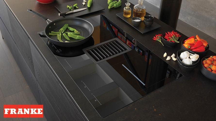 Induzione e cappa 2 in 1 cucine lube la spezia for Mythos arredamenti